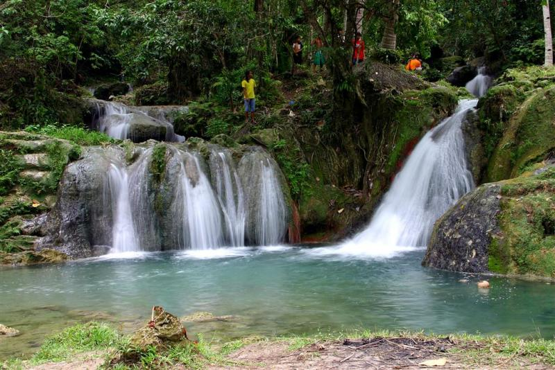 Hagimi Falls - Davao Photo by James Deakin