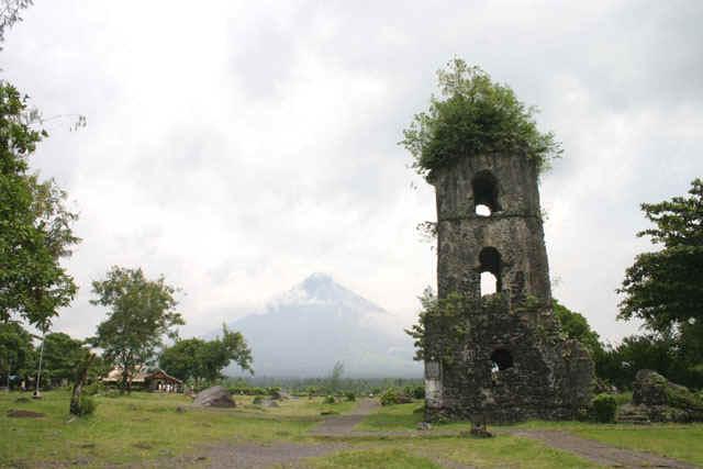 Cagsawa Ruins Park